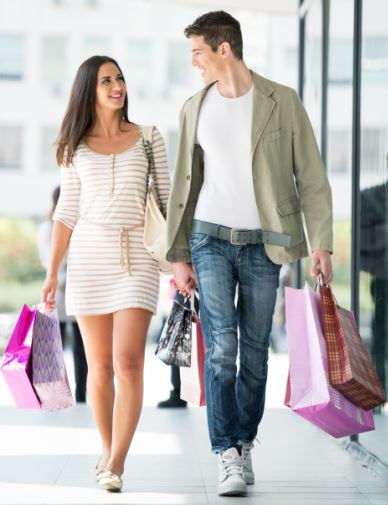 couple shopping 15